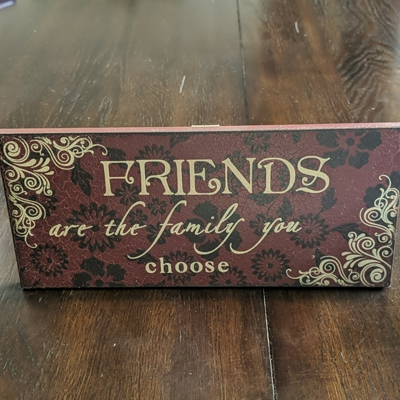 """""""Friends are the family you choose"""" plaque"""